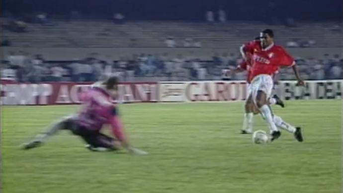 Ailton e Taffarel; Gol do Inter no Brasileiro de 1995 (Foto: Reprodução SporTV)