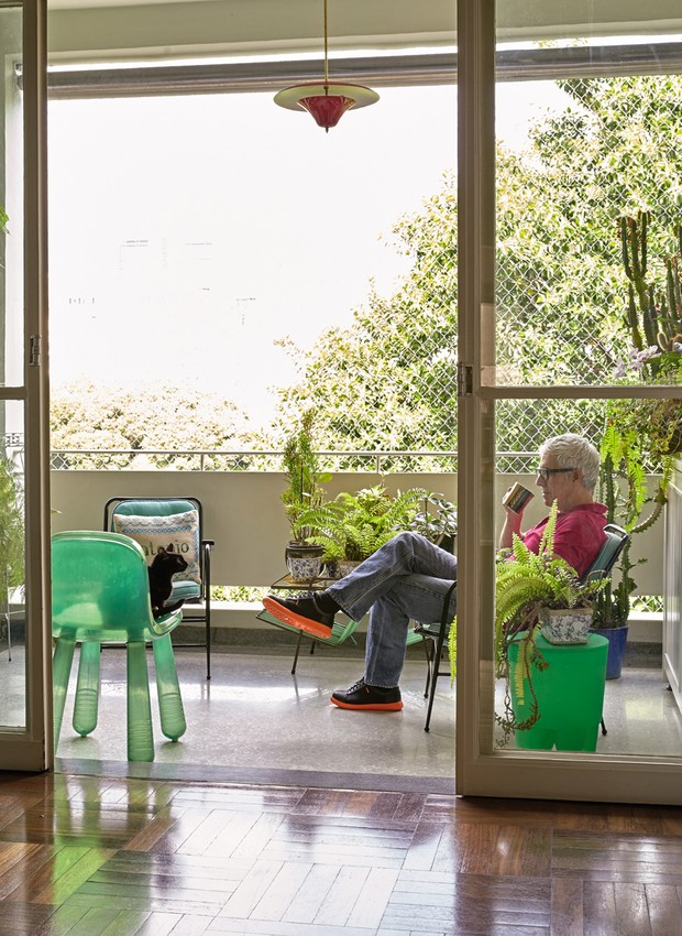varanda-plantas-cadeira-verde (Foto: Victor Affaro)