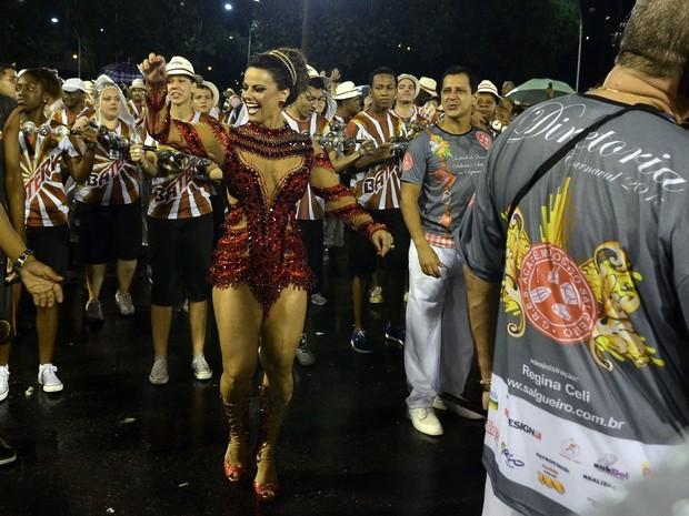 Viviane Araújo na Marquês de Sapucaí, no Centro do Rio (Foto: Roberto Teixeira/ EGO)