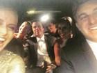 Angélica e Huck posam dentro do carro rumo ao casamento de Preta  Gil