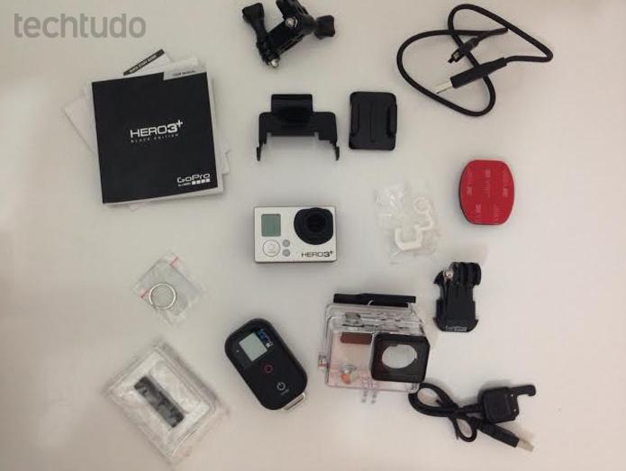 Este é o conteúdo da embalagem da GoPro (Foto: Aline Jesus/TechTudo)