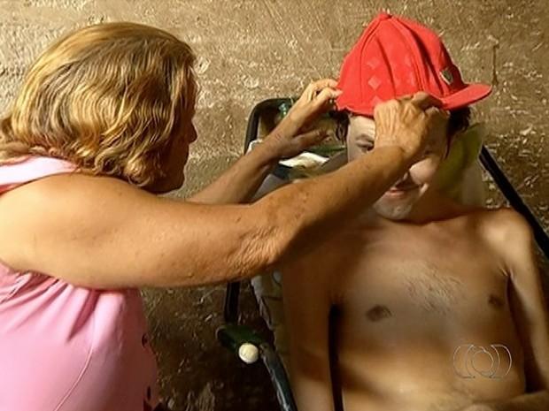 Daniel precisa de cuidados em tempo integral (Foto: Reprodução/TV Anhanguera)