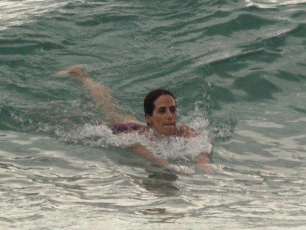 Mariana Lima em praia na Zona Sul do Rio (Foto: J. Humberto/ Ag. News)