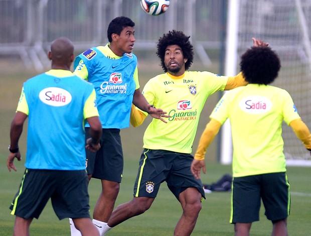 Dante no treino da Seleção Brasileira (Foto: Mowa Press)