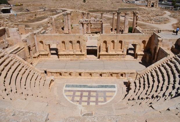 O teatro norte, uma das construções mais impressionantes e bem preservadas de Jerash (Foto: Juliana Cardilli/G1)
