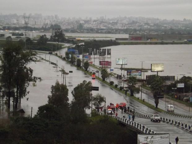 Alagamento bloqueia acesso a Cachoeirinha RS (Foto: Jonal da Cidade/Cachoeirinha/Divulgação  )