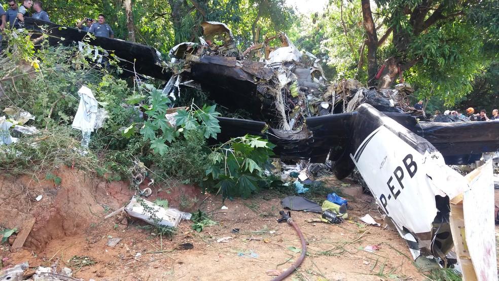Avião de pequeno porte caí no bairro Novo Horizonte em Sorocaba (Foto: Júlio Leite de Oliveira/Arquivo pessoal)