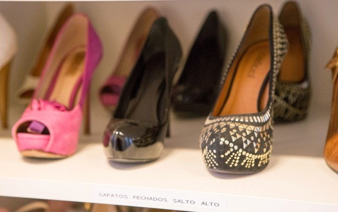 Galeria Gabriela Corrêa organizadora de ambientes e de como dobrar roupas Mistura com Rodaika closet cozinha banheiro joias sapatos quarto calcinhas meias cuecas (Foto: Thiago Pitrez/Divulgação)