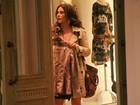 Giovanna Antonelli faz compras acompanhada do filho