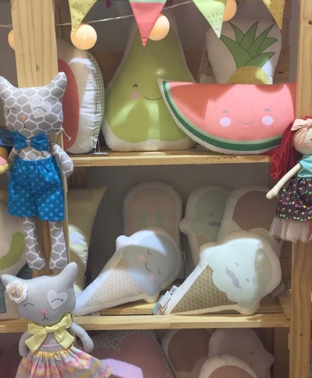 Santa Carambola traz estampas exclusivas em almofadadas de algodão (Foto: Casa e Jardim)