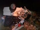 Batida entre carro e carreta deixa um morto e bloqueia trânsito na BR-242