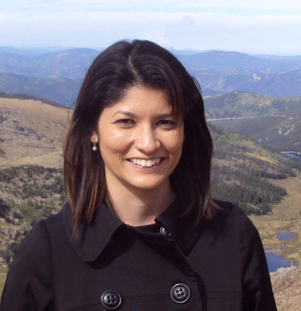 A gerente de marketing Hellen Elias: há seis anos, o passado que ela desconhecia apareceu na tela do computador (Foto: Arquivo pessoal)