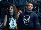 Ronaldo vai ao show do Metallica acompanhado da noiva