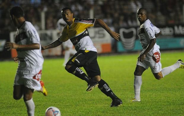 Zé Carlos, no empate entre Criciúma e Atlético-IB (Foto: Flávio Neves/Agência RBS)
