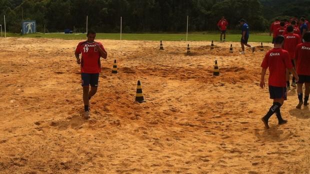 Gilton é o novo lateral-esquerdo do Paraná Clube (Foto: Gabriel Hamilko / GloboEsporte.com)