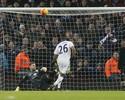 Leicester perde pênalti, cede empate e tropeça no lanterna Aston Villa
