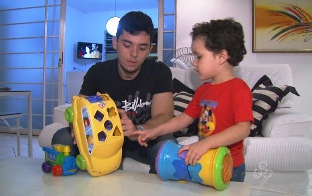 Após sofrer um acidente, pai conta com o amor do filho para dar a volta por cima (Foto: Roraima TV)