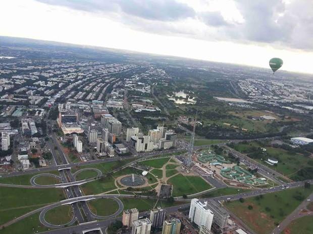 Vista aérea da parte central de Brasília, mostrando o início da Asa Sul (Foto: Raquel Morais/G1)