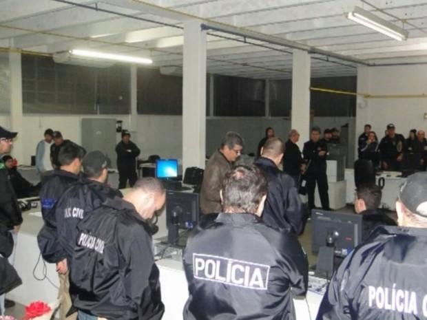 Mais de 170 policiais civis participaram da ação  (Foto: Polícia Civil/ Divulgação)