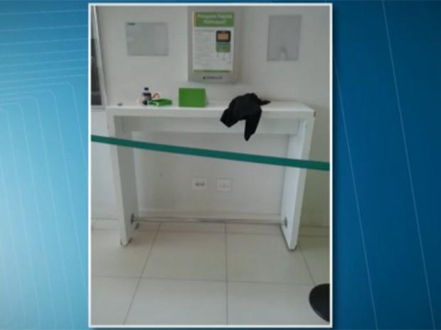 Mesa de loja na Lapa onde garoto morreu após acidente (Foto: Reprodução/ TV Globo)