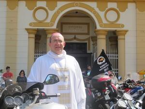 'Os motociclistas valorizam a amizade', diz arcebispo Edmilson Amador Caetano (Foto: Rafael Miotto/G1)