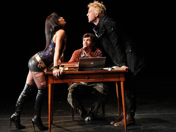 A atriz abusa da sensualidade para dar as cartas em um triângulo amoroso (Foto: André Gardenberg)