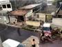 Motorista perde controle e bate em poste e muro de casa no Recife