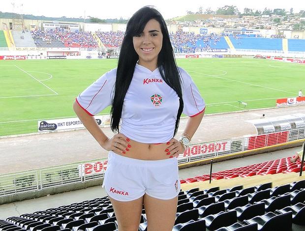 Carla Franciele musa Boa Esporte estádio (Foto: Marco Antônio Astoni)