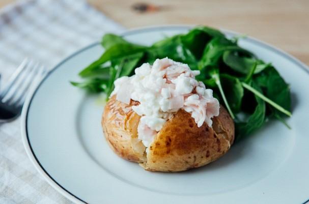 Batata recheada fit é uma delícia e preparada no micro-ondas