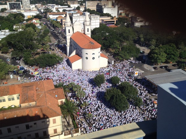 Multidão participa da Caminhada da Fraternidade (Foto: Gustavo Almeida/ G1)