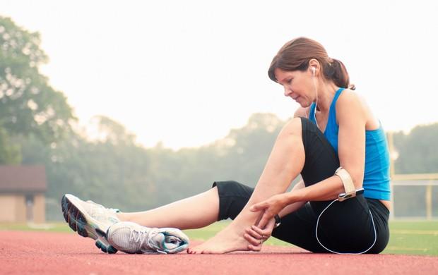 corredora com dor no calcanhar eu atleta (Foto: Getty Images)
