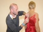Xuxa mostra prova do vestido que usará em seu festão de 50 anos