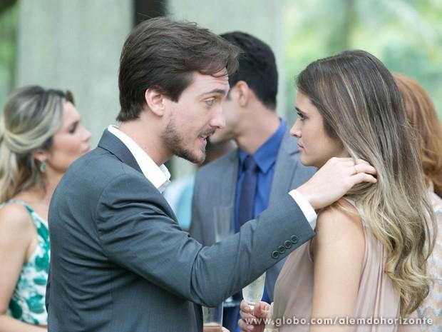 Marcelo acalma Lili depois de escândalo com sapo (Foto: Felipe Monteiro/TV Globo)