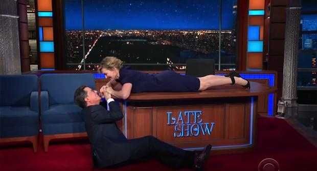 Kate Winslet e Stephen Colbert (Foto: Reprodução/YouTube)