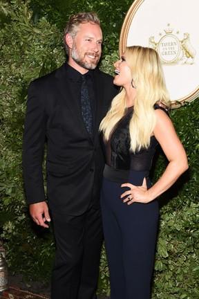 Jessica Simpson e o marido, Eric Johnson, em evento em Nova York, nos Estados (Foto: Jamie McCarthy/ Getty Images/ AFP)