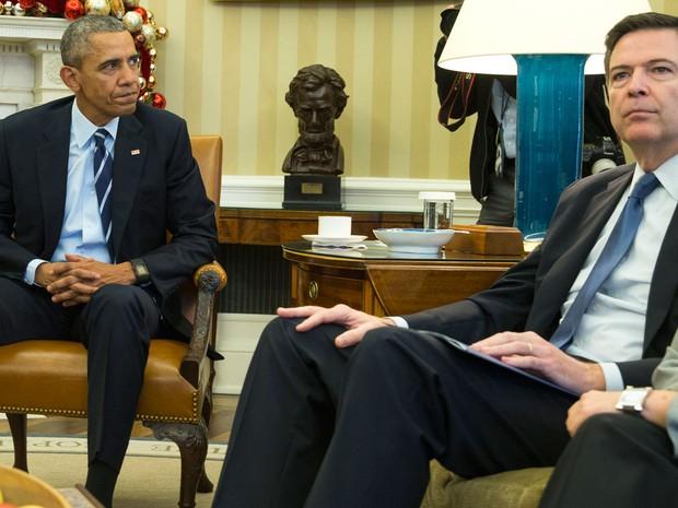 Obama recebeu o diretor do FBI, James Corley, na Sala Oval da Casa Branca (Foto: AP Photo/Evan Vucci)
