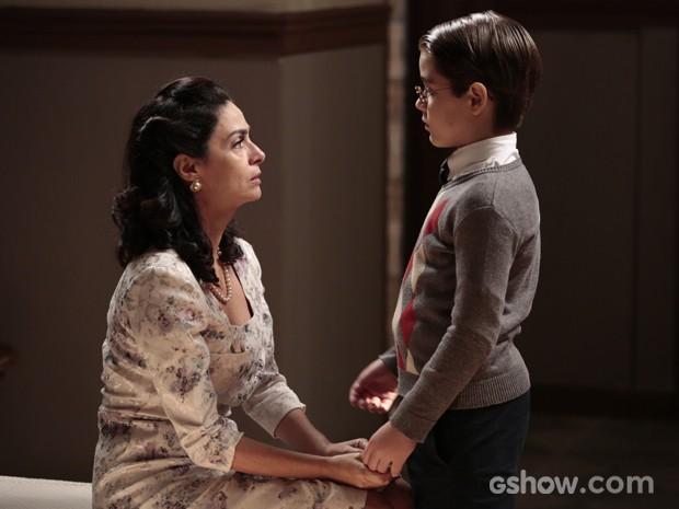 Laura cuida do filho adotivo (Foto: Joia Rara/Tv Globo)