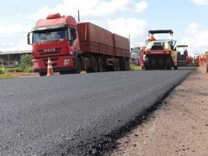 Rodovia passa por obras de recuperação de pavimento (Foto: Leandro Abreu/ Sato Comunicação)