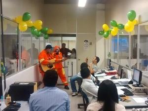 Garis da Alegria fizeram a festa nos setores da emissora (Foto: Arquivo Pessoal)