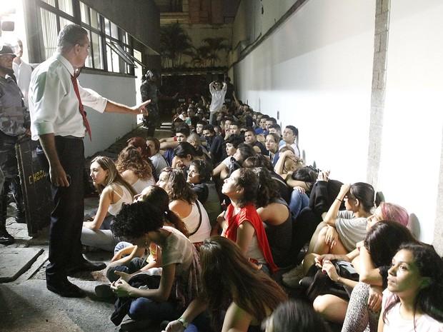 São Paulo detidos protesto contra Copa (Foto: Reginaldo Castro/Estadão Conteúdo)