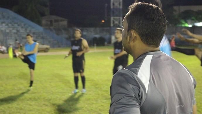 Jogadores do Genus treinam o físico no estádio Aluízio Ferreira (Foto: Hugo Crippa)
