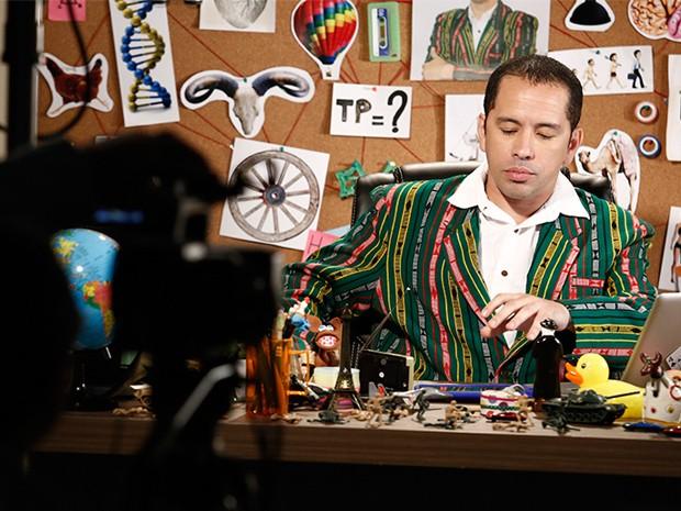 Edmilson Filho abre as portas do set e mostra os erros de gravação de Tome Prumo (Foto: Fabio Rocha/Tv Globo)