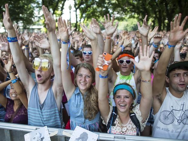 Público em um doa palcos montados para o festival (Foto: Scott Eisen/AP)