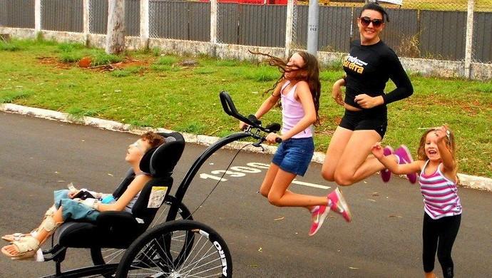 Mãe e filho com doença rara correm pelo 3ª ano e inspiram atletas em MG (Foto: Karolina Cordeiro/Arquivo Pessoal)