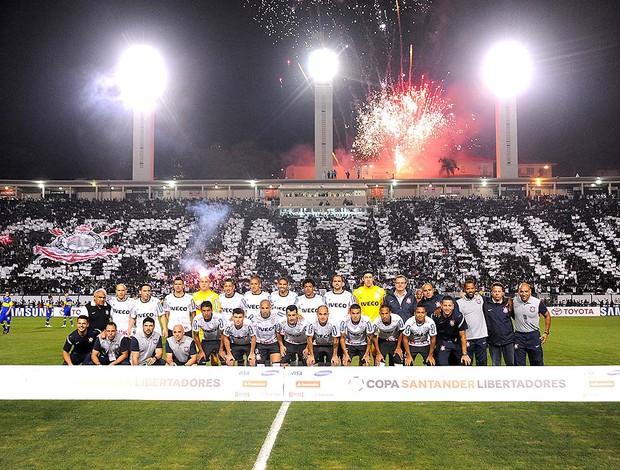 Time do Corinthians posado (Foto: Marcos Ribolli  / Globoesporte.com)
