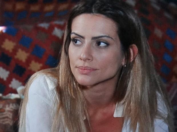 Bianca fica passada com a audácia do pequeno em declarar sua preferência (Foto: Salve Jorge/TV Globo)