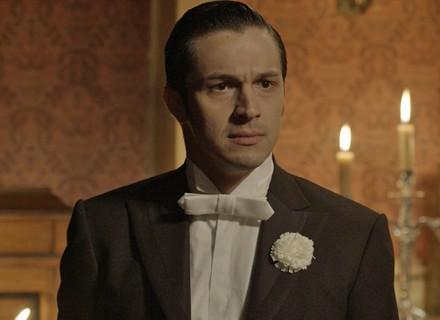 Roberto diz a Vitória que Melissa foi desonrada por Felipe