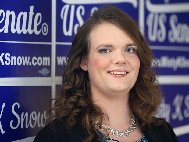 Misty Snow, candidata democrata ao Senado, posa para foto em Salt Lake City, na terça (28) (Foto: AP Photo/Rick Bowmer)
