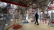Saiba como é feita a cerveja; produção leva até 4 semanas