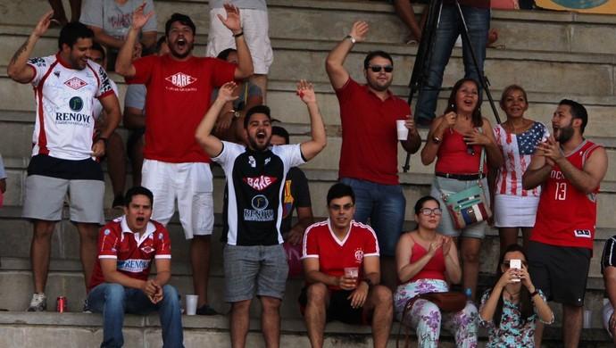 Torcida do Baré comemora o gol de empate (Foto: Imagem/Ivonisio Júnior)